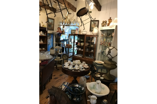 Debras Trinkets and Treasures | Auction Ninja