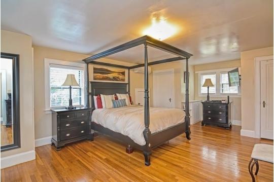Simplify with Eileen Estate Sales   Auction Ninja